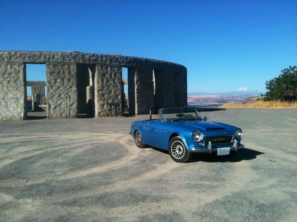 roadster at stonehenge.jpg